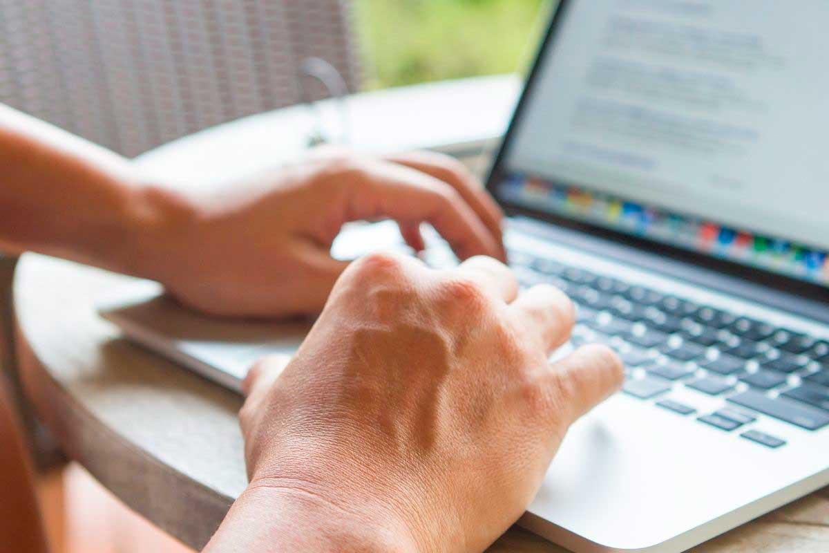 Moni haluaa nykyään mökille netin, koska se mahdollistaa etätöiden tekemisen.